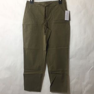 🎈 Guess Olive Cargo Crop Pants NWT